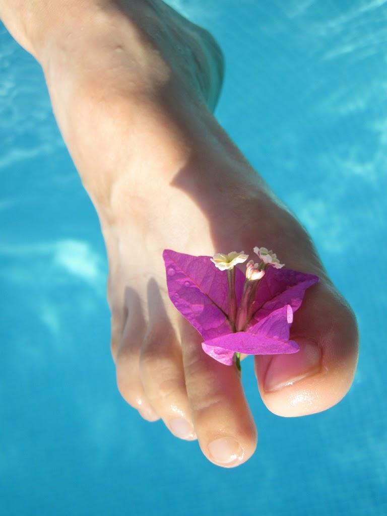 Üde lábak egész nyáron: a nyári lábápolás 4 segítőtársa