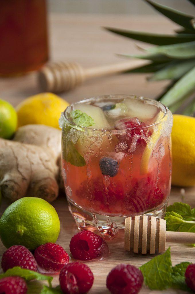Gyömbér limonádé gyümölcsökkel