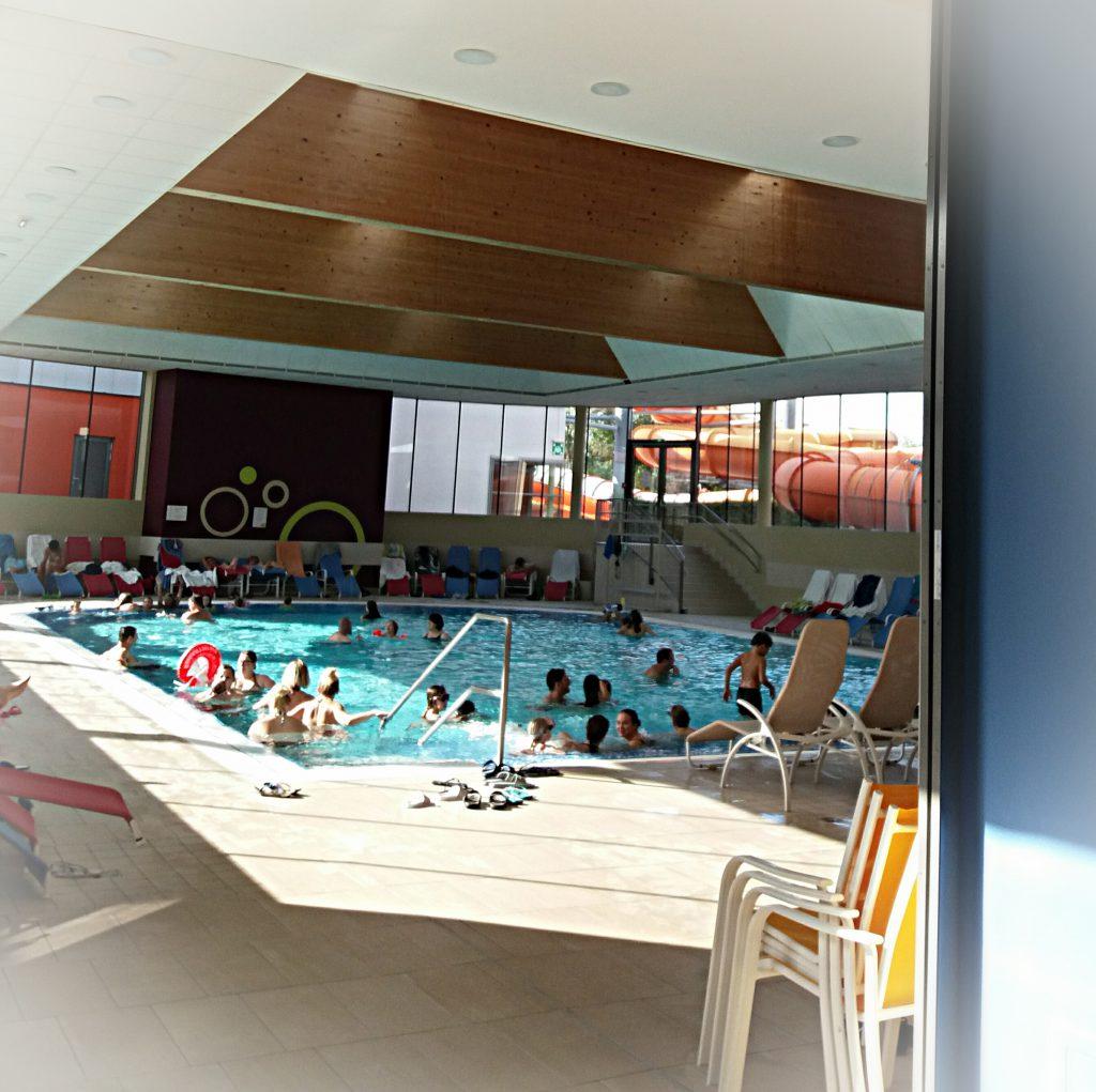 Családi wellness a melegvizes medencében
