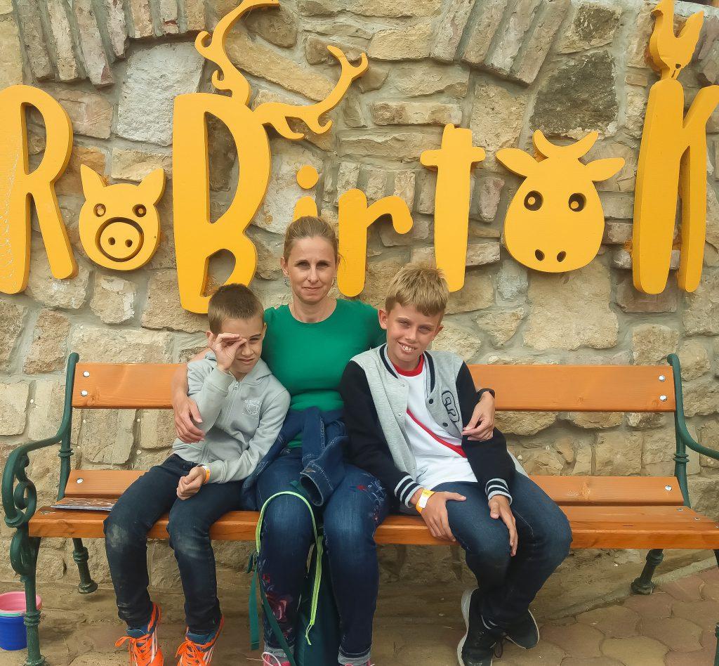 RoBirtok családi kép