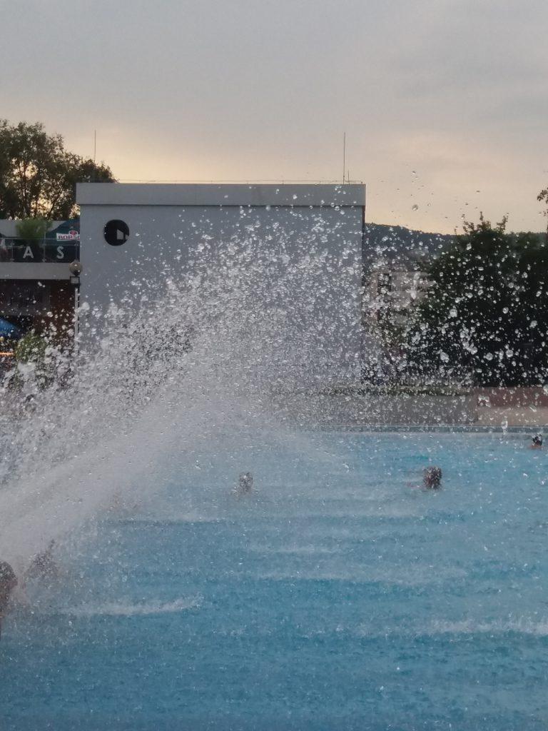 Énidő a medencében
