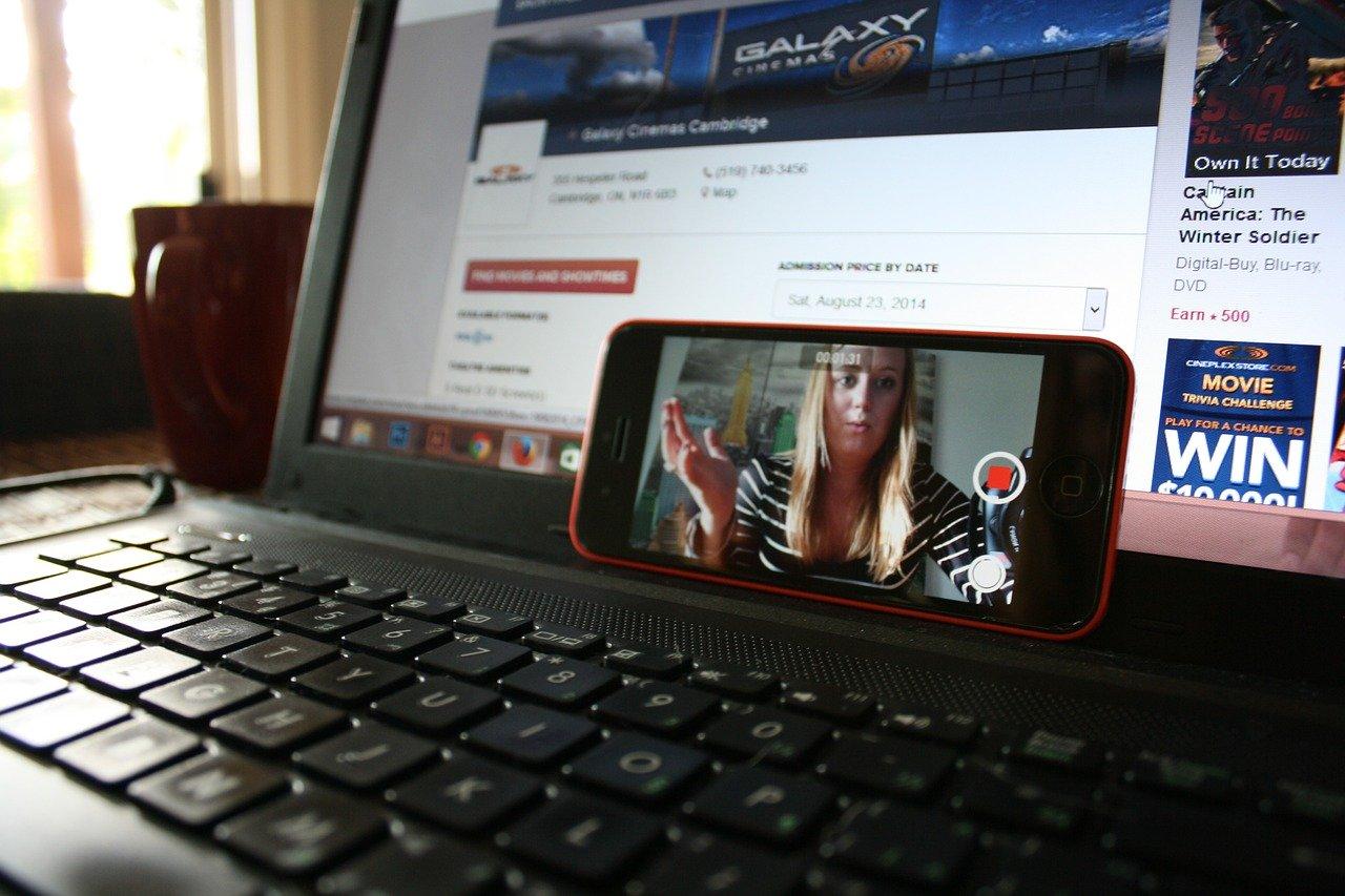 Online oktatás a szabadúszó szülő szemével: fejlődés vagy vissza a rajtvonalhoz?