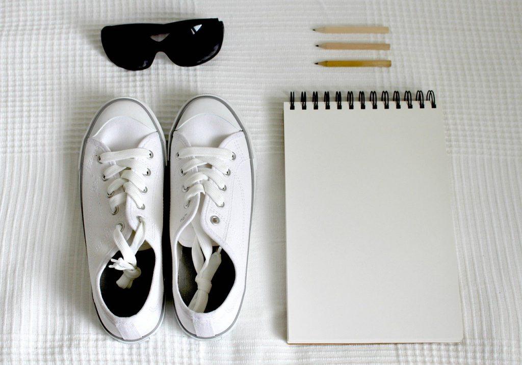 Mitől marad fehér a fehér tornacipő?