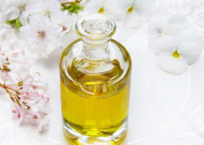 Olajok a bőrre #2: az univerzális tehetségű jojobaolaj